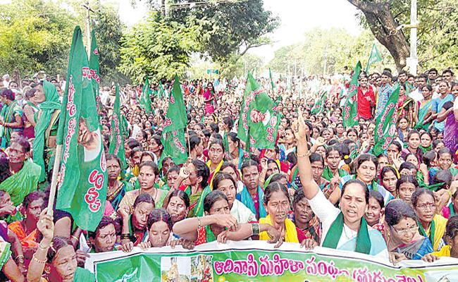 Adivasis Demand To Remove Lambadis From ST List At Utnoor - Sakshi