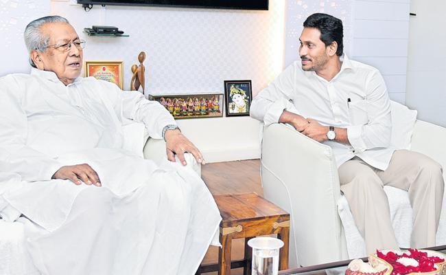 CM YS Jagan meets Governor Biswabhusan Harichandan - Sakshi