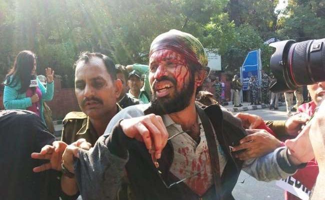 Police Lathicharge On JNU Students - Sakshi