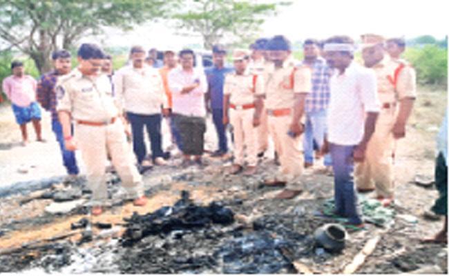 Married Woman Murdered In Guntur District - Sakshi