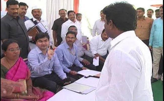 Silent War In Between Collectors And Political Leaders In Karimnagar - Sakshi