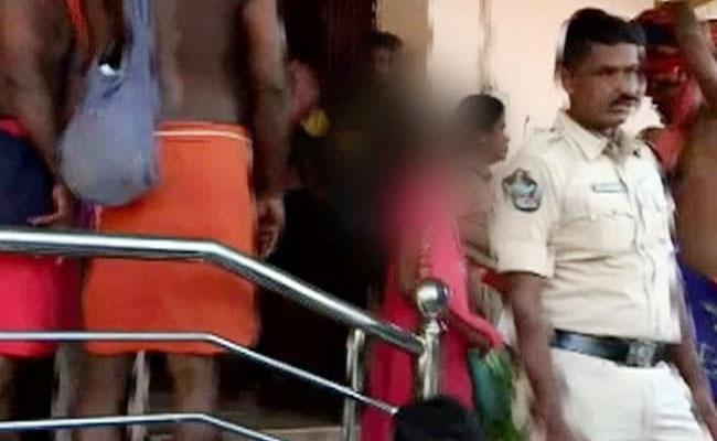 Girl Stopped By Police In Pamba Base Camp Way To Sabarimala - Sakshi