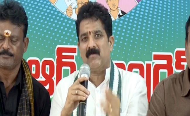 Chodavaram YSRCP MLA Karnam Dharmasri Criticizes Pawan Kalyan - Sakshi