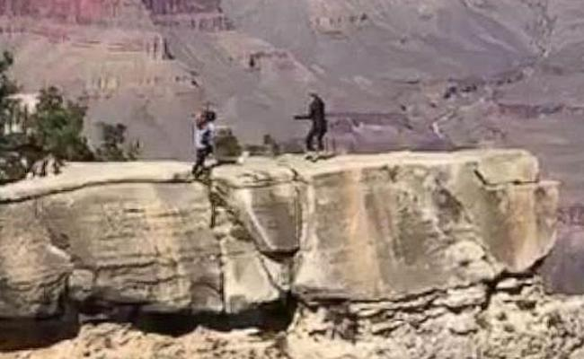 Texas Woman Nearly Fell Off From A Cliff At The Grand Canyon - Sakshi