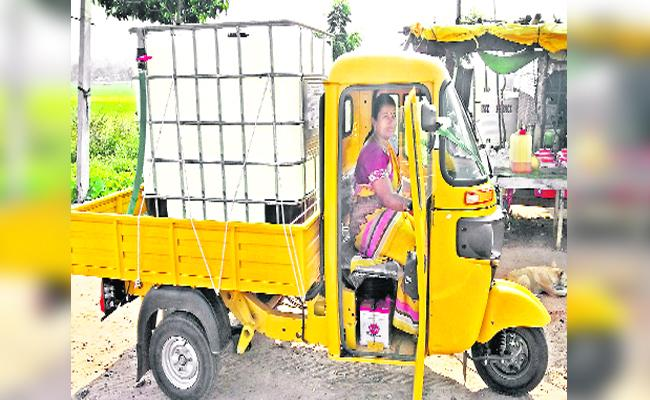 Swathi Driving Auto Trolley For Family In Tadwai - Sakshi