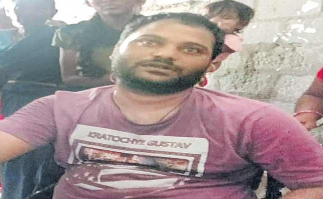 Farmer Suicide Attempt At MRO Office In mahabubabad - Sakshi
