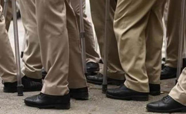Uproar in Bengal school after class one girls allegedly forced to take off leggings - Sakshi