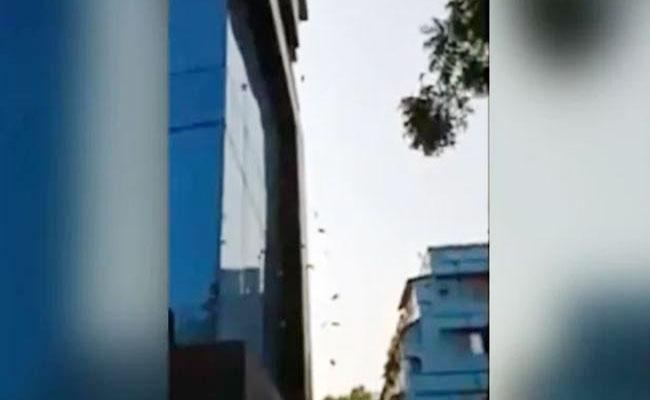 Currency Notes Shower From Building In Kolkata While DRI Search - Sakshi