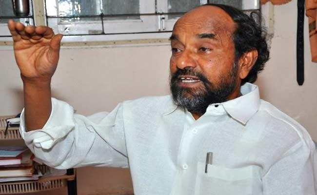 Conspiracy Is Going To Close Govt Schools In Telangana Says Krishnaiah - Sakshi
