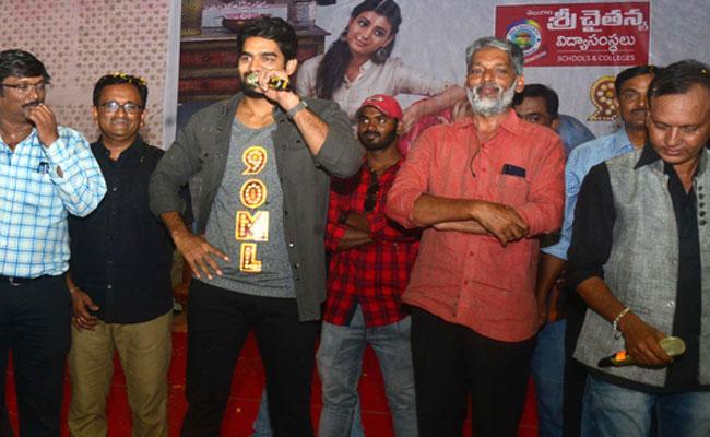 Hero Karthikeya Attending 90 ML Movie promotion In Khammam - Sakshi
