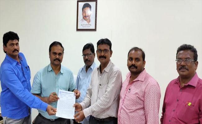 Teachers Association Request To District Education Officer Subha Rao In Prakasam - Sakshi