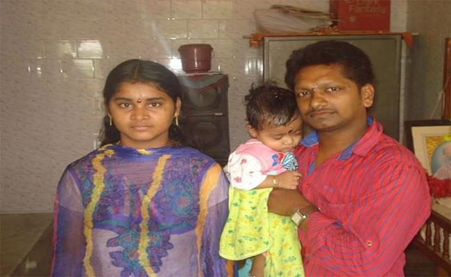 Married Woman Suicide In Nidadhavolu - Sakshi