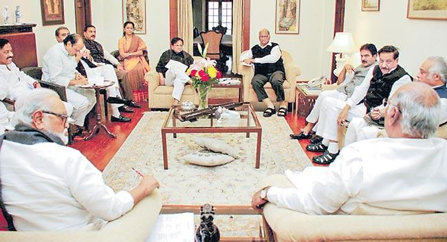 Congress-NCP combine prepares contours of forging alliance with Shiv Sena - Sakshi