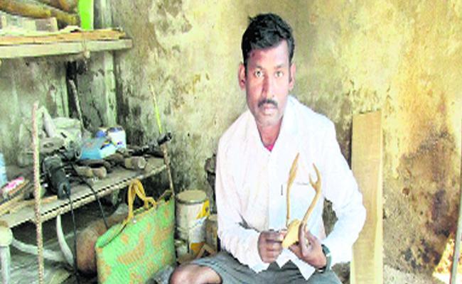 Asilabad Man Made Beautiful Artifacts With Stick - Sakshi