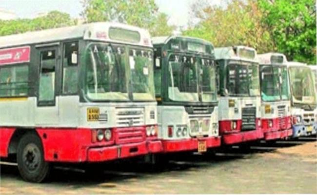 BJP MPs Asks Nitin Gadkari To Solve TSRTC Strike - Sakshi