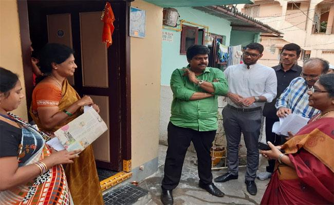 Collect Visits YSR Navasakam Survey With Officials And Staff - Sakshi
