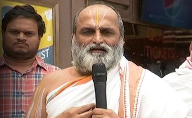 Chilkur Rangarajan Visited Tirumala - Sakshi