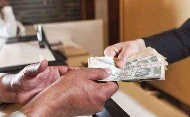 ACB Officers Checks Peddapalli ADA Krishna Reddy Assets - Sakshi