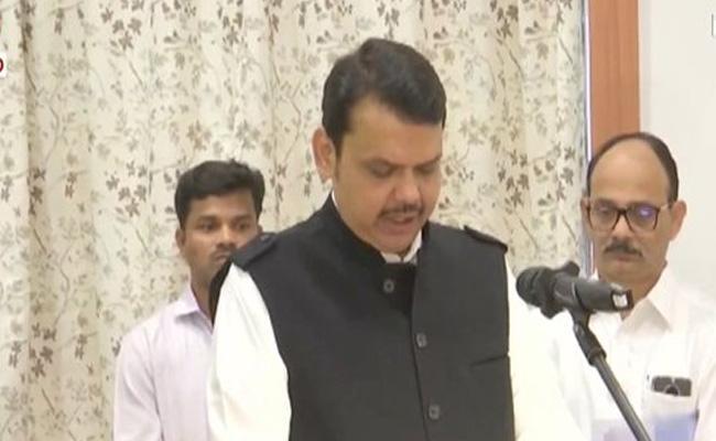 Devendra Fadnavis Take Oath As Maharashtra CM - Sakshi