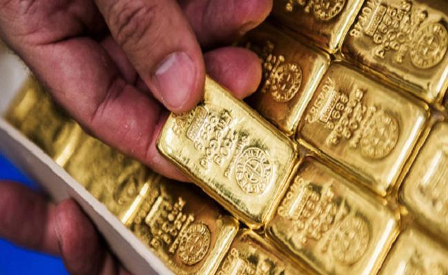 Directorate Of Revenue Officers Captured Huge Gold In Hyderabad - Sakshi