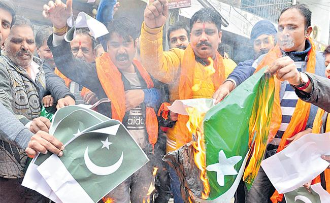 Shekar Gupta Article On Muslim Community - Sakshi