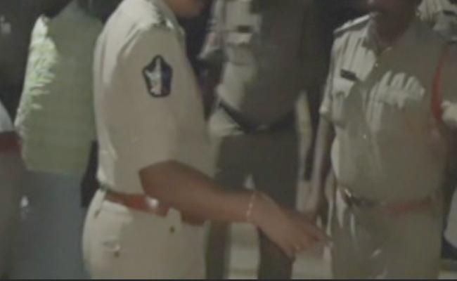 Police Cordon Search in Vijayawada - Sakshi
