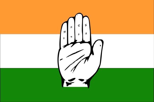 Congress shifting its MLAs to Madhya Pradesh - Sakshi
