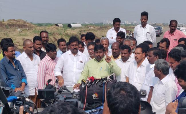 Chandrababu should say apology, demand Amaravati farmers - Sakshi