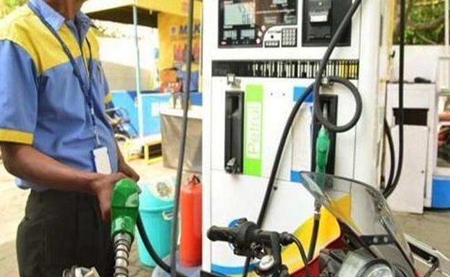 Petrol price at One Year High - Sakshi