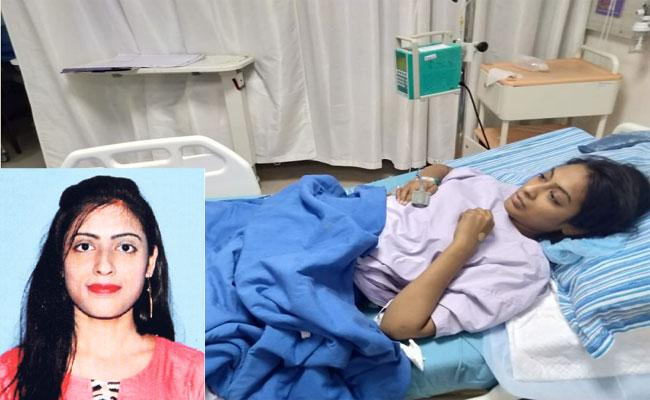 Woman Injured In A Car Accident On A Flyover In Hyderabad - Sakshi