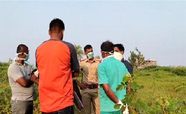 Womann Murdered By Unknown In Kamareddy - Sakshi
