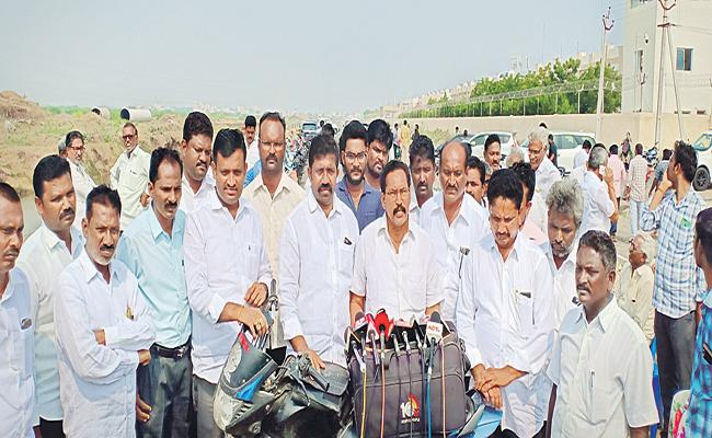 Farmers Fires On Chandrababu Tour In Amaravati Area - Sakshi