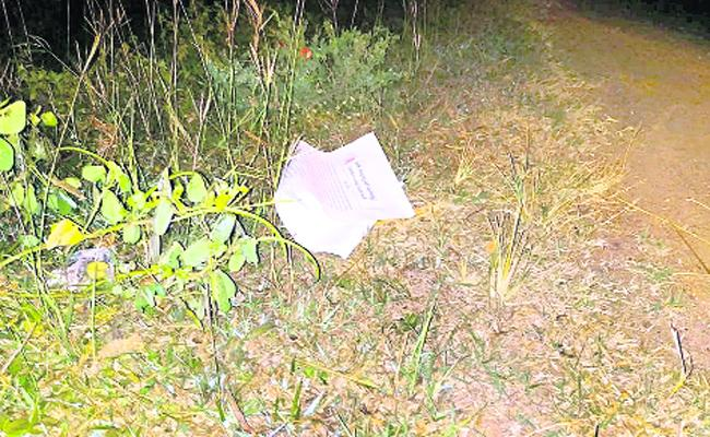 Maoist Warning To Government Officials With Pampliment In mulugu - Sakshi