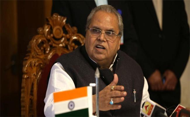 In Bihar Dogs And Horses Have Lands Says Satya Pal Malik - Sakshi