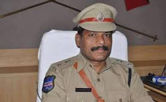 Married Woman Complained to Medak SP to Take Action Against Her Husband - Sakshi