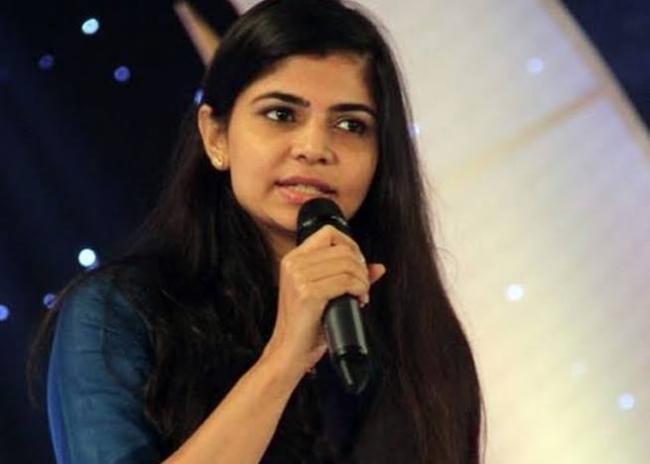 Chinmayi clarifies on photo with Nithyananda - Sakshi