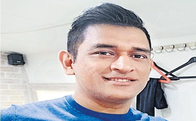 Ravi Shastri Opens Up On MS Dhoni Retirement - Sakshi