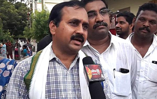 YSRCP MLA RK demands apology from Chandrababu Naidu - Sakshi
