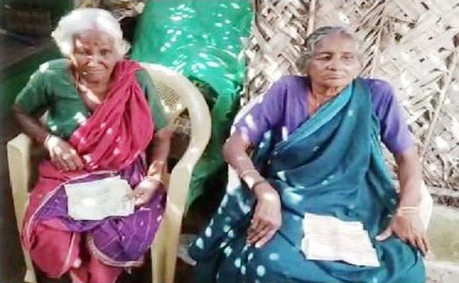 Two Old Women Kept 46 Thousand Rupees Hiddenly In Tamilnadu For Funeral - Sakshi
