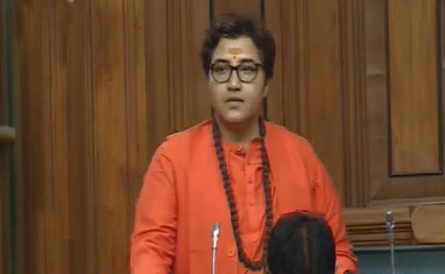 Shashi Tharoor Comments on BJP MP Pragya Singh Thakur - Sakshi
