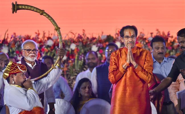 Shiv Sena Chief Uddhav Thackeray Takes Oath As Maharashtra CM - Sakshi