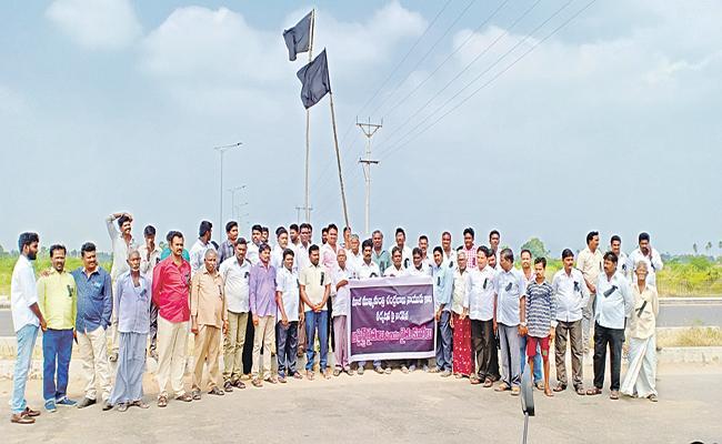 Amaravati Assigned Lands Farmers Protest About Chandrababu Tour - Sakshi