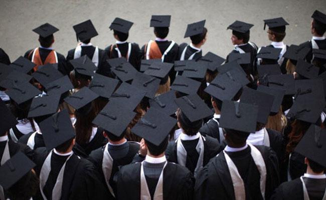 7000 engineers, graduates apply for 549 sanitary worker posts - Sakshi