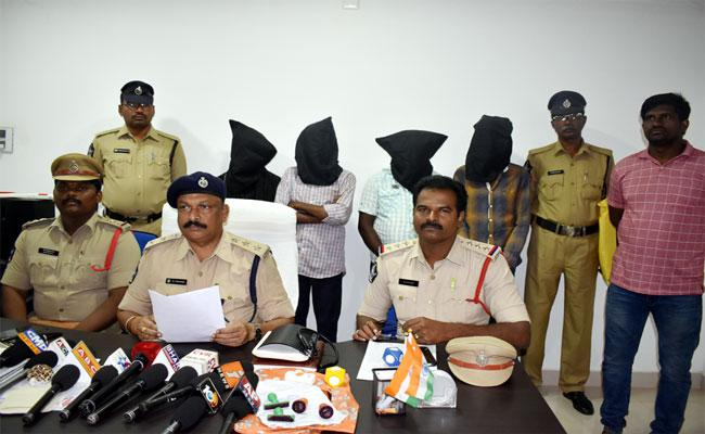 The Gang That Judge Cheat With Fake Documents - Sakshi