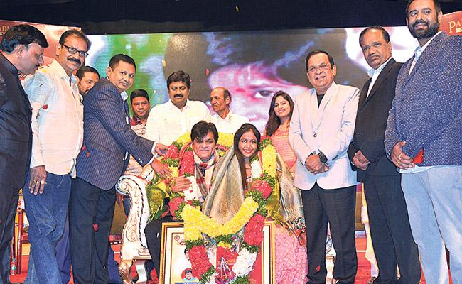 Tollywood actor Ali Couple felicitated By Brahmanandam - Sakshi