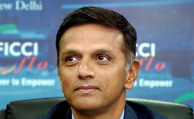 IPL Teams Not Using More Indian Coaches Dravid - Sakshi