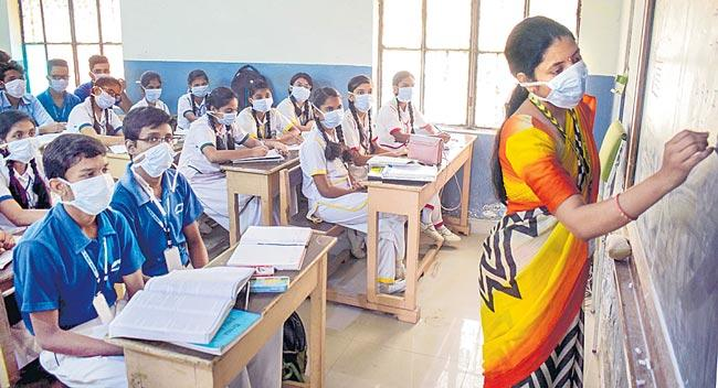 Students can wear masks in school - Sakshi