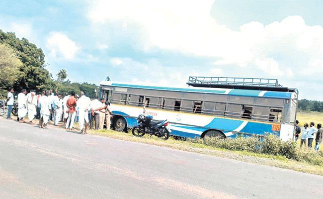 Rtc Bus Accident In Sangareddy District - Sakshi