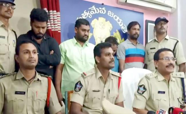 TTD Fake Employment Four Gang Arrested In Tirupati - Sakshi