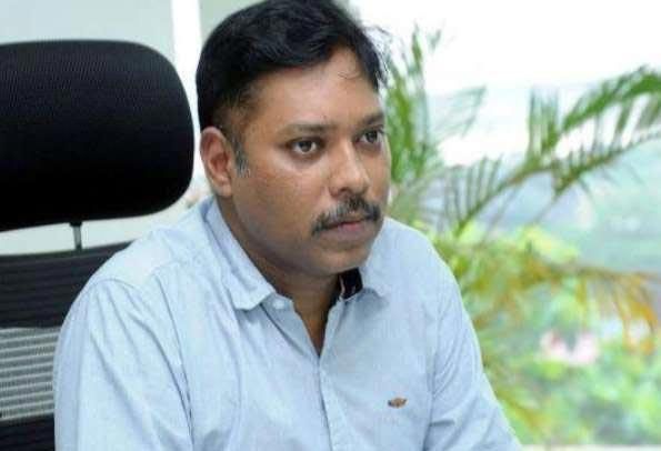 Axed 1984-batch IAS officer returns after 17 years to claim job - Sakshi